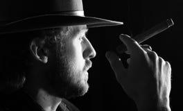Un uomo con il sigaro immagine stock libera da diritti