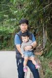 Un uomo con suo figlio Immagini Stock Libere da Diritti