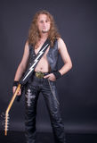 Un uomo con una chitarra Fotografie Stock Libere da Diritti