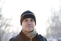 Un uomo con uno sguardo premuroso Fotografia Stock Libera da Diritti