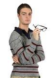 Un uomo contemplativo tiene i suoi vetri Fotografia Stock Libera da Diritti