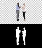 Un uomo d'affari ed una donna di affari che applaudono, Alpha Channel fotografie stock