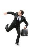 Un uomo d'affari impaurito che funziona via Immagine Stock