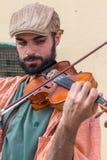 Un uomo del violino sulla via Fotografie Stock Libere da Diritti