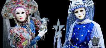 Un uomo e una donna con una mascherina Fotografia Stock Libera da Diritti