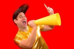 Un uomo eccentrico con un megafono fotografie stock libere da diritti