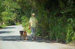 Un uomo ed il suo cane Fotografia Stock Libera da Diritti