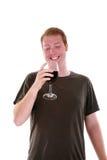 Un uomo ed il suo vino isolati su bianco Immagini Stock