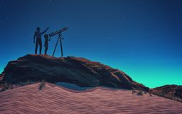 Un uomo gli ha mostrato un telescopio del bambino Immagine Stock