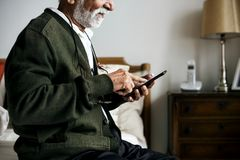 Un uomo indiano anziano alla casa di pensionamento Immagine Stock