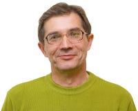 Un uomo sorridente in un rivestimento verde Fotografia Stock