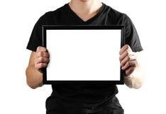 Un uomo tiene una struttura nera A4 Una struttura vuota con un fondo bianco Fine in su Isolato su priorità bassa bianca fotografia stock