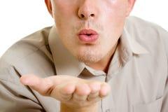 Un uomo trasmette un bacio dell'aria. Fotografia Stock