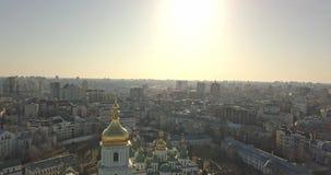 Un vídeo de la opinión del ojo del ` s del pájaro del abejón en 4K a la catedral central del ` s de Sophia del santo del campanar almacen de video