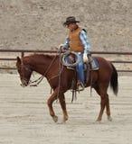 Vaquero que entrena a un caballo II. fotografía de archivo