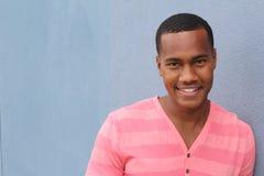 Un varón joven afroamericano confiado y acertado Fotografía de archivo