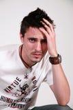 Un varón más joven, mirada desaliñada Imagen de archivo