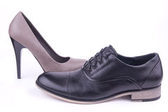 Un varón y un zapato femenino Fotos de archivo libres de regalías