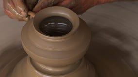 Un vase à argile moulage à main clips vidéos