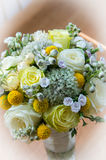 Un vaso con i fiori Immagini Stock Libere da Diritti