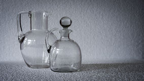 Un vaso modellato geometrico e rettangolare del vetro trasparente Immagini Stock