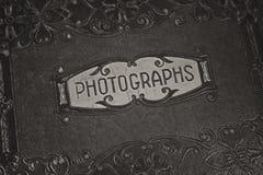 Un vecchio album di fotografia fotografia stock libera da diritti