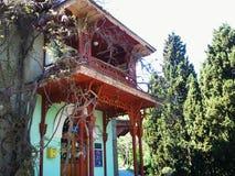 Un vecchio balcone di legno annata Fotografia Stock