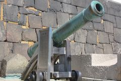 un vecchio cannone giapponese ad un parco immagini stock