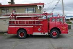 Un vecchio firetruck di guado Immagini Stock