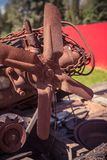 Un vecchio motore di automobile arrugginito immagine stock libera da diritti
