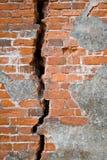 Un vecchio muro di mattoni del castello Immagini Stock