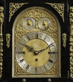 Un vecchio orologio fotografie stock