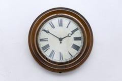 Un vecchio orologio di parete di precedenti periodi, Niederösterreich immagini stock libere da diritti