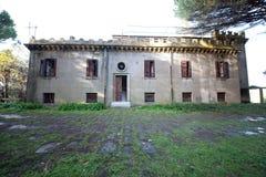 Un vecchio palazzo abbandonato Immagine Stock Libera da Diritti