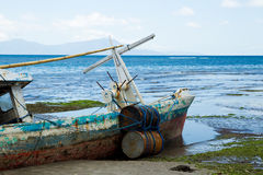 Un vecchio peschereccio tirato Fotografie Stock Libere da Diritti