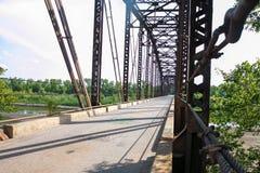 Un vecchio ponte di capriata che attraversa il fiume Canadian del sud #3 Fotografia Stock