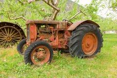 Un vecchio trattore a partire dai giorni d'agricoltura in anticipo in Columbia Britannica Fotografia Stock Libera da Diritti