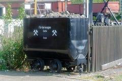 Un veicolo su rotaie utilizzato per il trasporto di materiale alla rinfusa o di carbone Immagini Stock Libere da Diritti