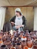Un vendedor de la cerámica Fotos de archivo libres de regalías