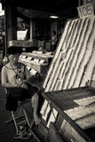 Un vendedor durmiente de la lotería durante el Año Nuevo chino en Chinato Fotos de archivo libres de regalías