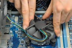 Un ventilador del ordenador que es montado Foto de archivo