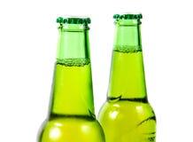 Un verde di due bottiglie di birra Fotografia Stock Libera da Diritti