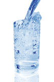 Un verre d'eau froide photos stock