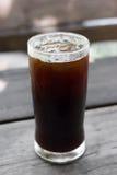 Un verre de café glacé noir Images libres de droits