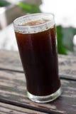 Un verre de café glacé noir Images stock
