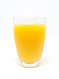 Un verre de jus d'orange sur le fond blanc photo libre de droits