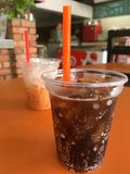 Un verre de kola Images libres de droits