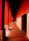 Un vestíbulo rojo largo Foto de archivo libre de regalías