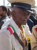 Un veterano de guerra con las medallas celebra el 119o aniversario del anuncio Imágenes de archivo libres de regalías