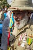 Un veterano de guerra con las medallas celebra el 119o aniversario del anuncio Fotografía de archivo